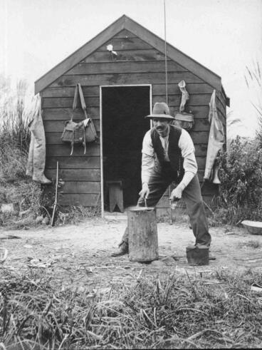 Image: Fisherman, Hut, Waitaki River Mouth