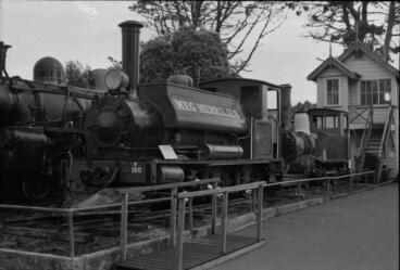Image: Photograph of F 180 locomotive