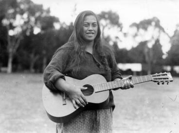Image: Portrait of an unidentified Māori woman