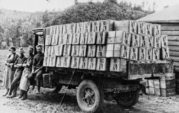 Image: First truck load of export apples from Clemow's Orchard, Albany.
