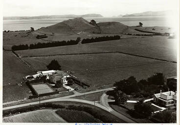 Image: Houses and mountain, Mangere, 1949.