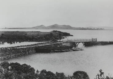 Image: Bridge over the Oruarangi Creek, Mangere, 1905.