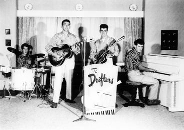 Image: The Drifters (band) : photograph