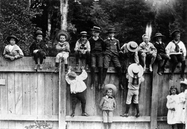 Image: Fifteen children near a fence at Te Rakaunui