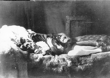Image: Two children lying on a bed