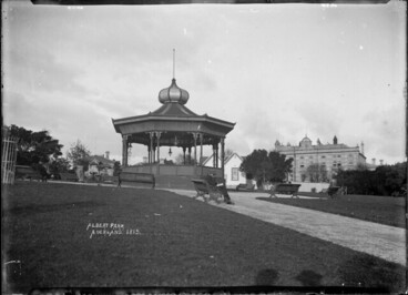 Image: View of the bandstand in Albert Park, Auckland, ca 1908-1910