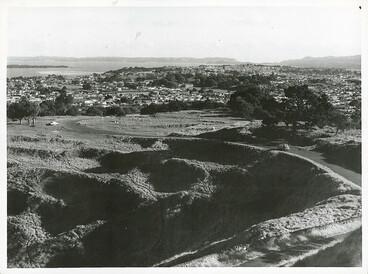 Image: Maungakiekie Pā, One Tree Hill, 1965