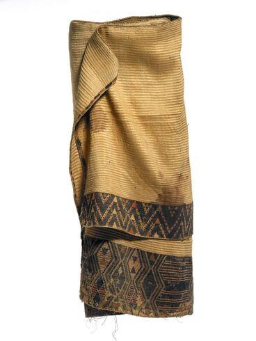 Image: Kaitaka huaki (cloak with double tāniko borders)