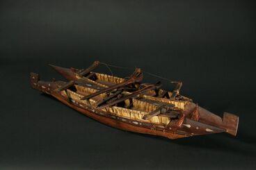 Image: Model vaka taurua (double hulled canoe)