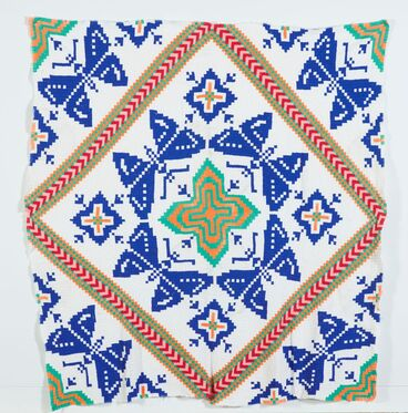 Image: Tīvaevae ta'ōrei pepe (patch work quilt with butterfly pattern)