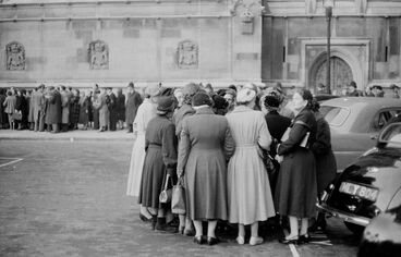 Image: Queue of anti-atomic bomb lobbyists at the House of Commons, London