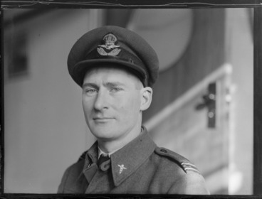 Image: Portrait of F H Simms, Flight Medical Officer, RNZAF