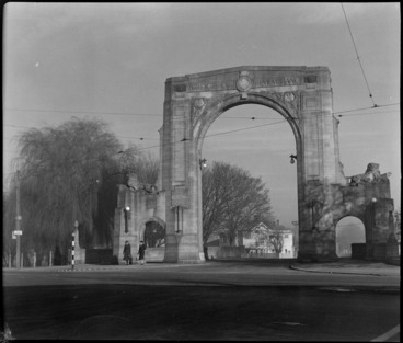 Image: Bristol Freighter Tour, view of the 'Bridge of Remembrance' with stone archway war memorial over the Avon River, Christchurch City, Canterbury Region