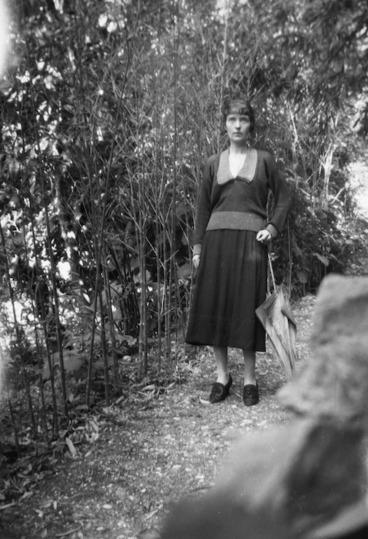 Image: Katherine Mansfield in the gardens of the Villa Isola Bella, Menton, France