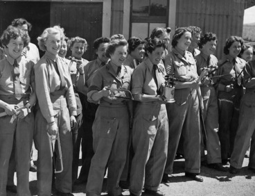 Image: Women's Army Auxiliary Corps with tools, Trentham Army Camp