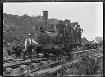 "Image: Erecting a locomotive, Piha. Steam locomotive ""A"" class no. 62 (0-4-0T type)"