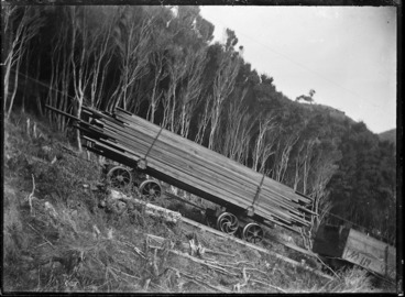 Image: Load of sawn timber on a railway truck ascending the Piha Incline.