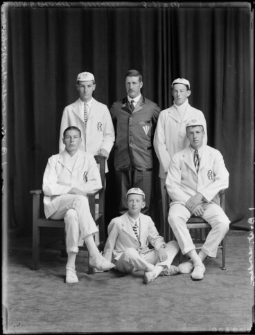 Image: Group portrait of the rowing club at Christ's College, Christchurch