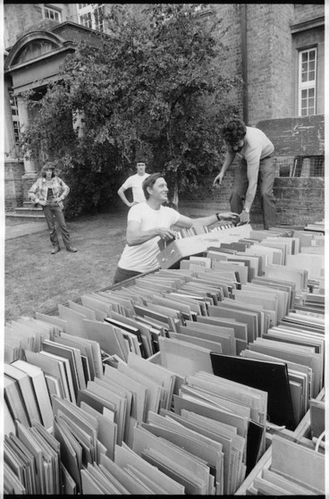 Image: Removals staff moving books from Alexander Turnbull Library