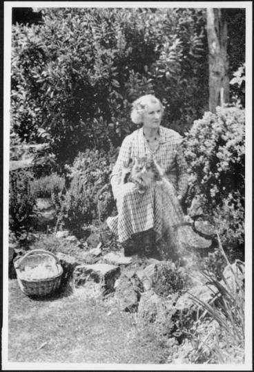 Image: Bethell, Diana, fl 2003 :Photograph of Ursula Bethell