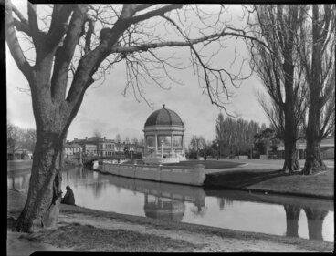Image: Edmond's band rotunda beside the Avon River, Christchurch
