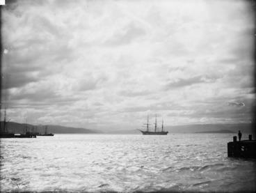 Image: Wellington Harbour, semi-moonlight