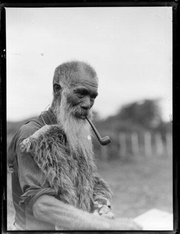 Image: Kaumatua smoking a pipe, Taupō