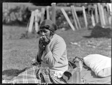Image: Te Piata (Tueane) Tawera of Waihi playing the Roria, or mouth harp