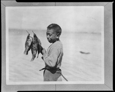 Image: Moetu Otimi with speared fish