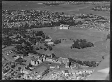 Image: Auckland Hospital and War Memorial Museum in the background