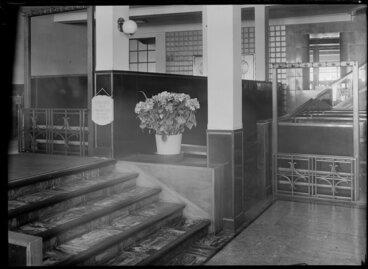 Image: [Stilsons ?] restaurant entrance