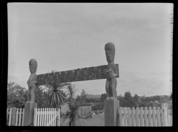 Image: Maori carvings at an unknown meeting house, Taupo