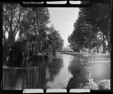 Image: Christchurch Botanic Gardens, featuring the Avon River