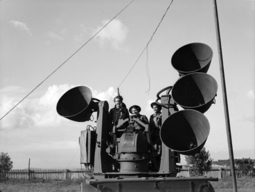 Image: New Zealand Women's Army Auxiliary Corps team operating a sound detector