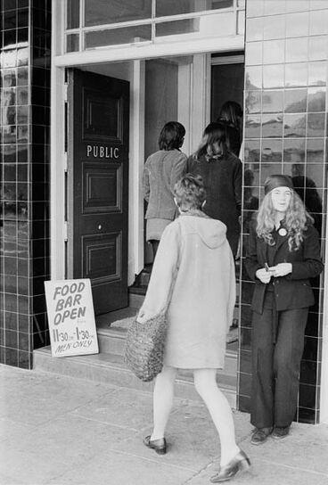 Image: Pub liberations