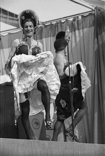 Image: Kiwi Concert Party, 1944