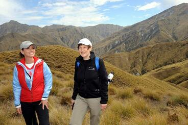 Image: Helen Clark and Shania Twain at Motatapu track