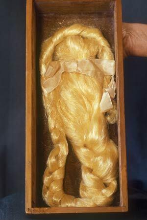 Image: Gum wig
