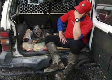 Image: Search dog and handler