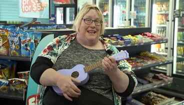 Image: Ukulele-wielding lady targets retail workers with songs of pure joy