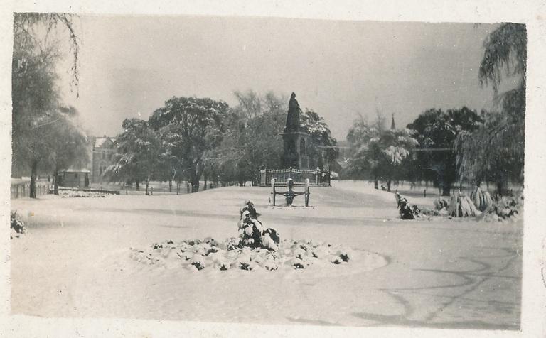 Victoria Square, snow, 1918