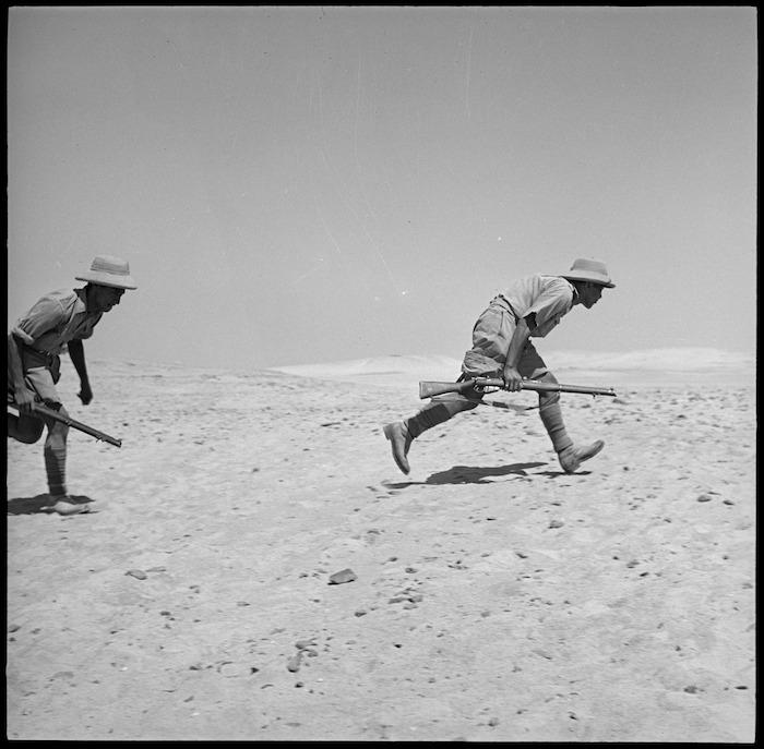 Members of the Maori Battalion training in tank hunting, Egypt