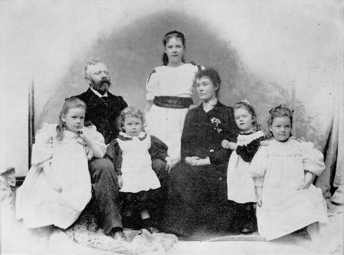 Annie and Harold Beauchamp and their five children, including Kathleen (Katherine Mansfield)
