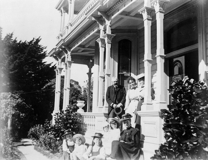 Katherine Mansfield with her family, and others, 75 Tinakori Road, Wellington