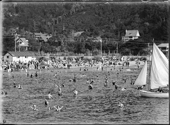 Swimmers and crowd on the beach, Days Bay, Lower Hutt