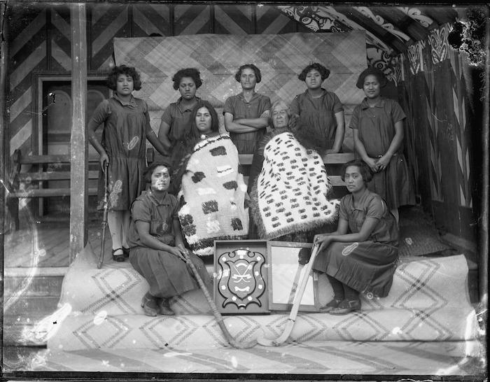 Pakipaki Young Maori Party hockey team, Mihiroa marae, Pakipaki