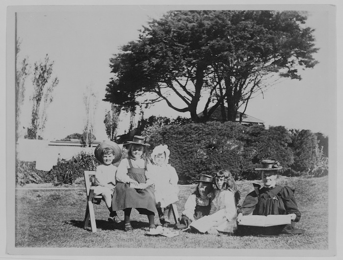 Children from the Beauchamp family and others at 75 Tinakori Rd, Wellington