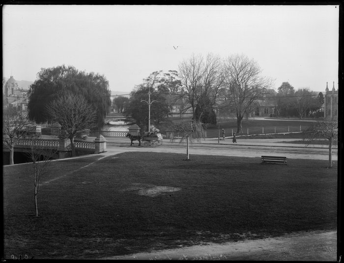 Horse-drawn wagon, Victoria Square, Christchurch