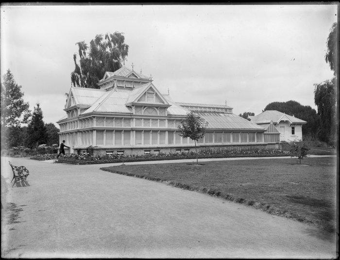 Exterior view of Townend begonia house, Christchurch Botanic Gardens