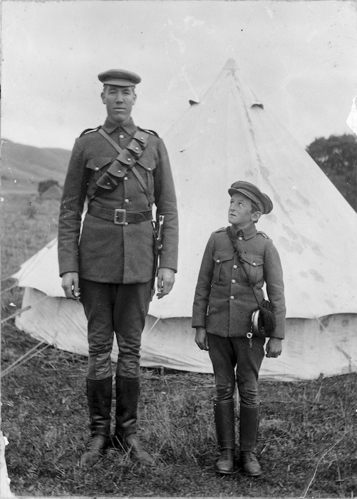 Tallest and shortest man in the New Zealand Rough Riders Regiment during the South African War